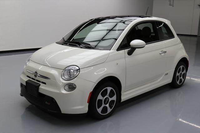 Fiat 500e Electric in weiss Bianco perla mit Option Sonnendach